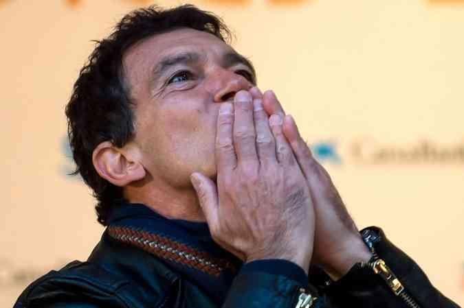 Depois ganhar prêmio de melhor ator em Cannes, Banderas pode faturar o Globo de Ouro(foto: AFP / JORGE GUERRERO)
