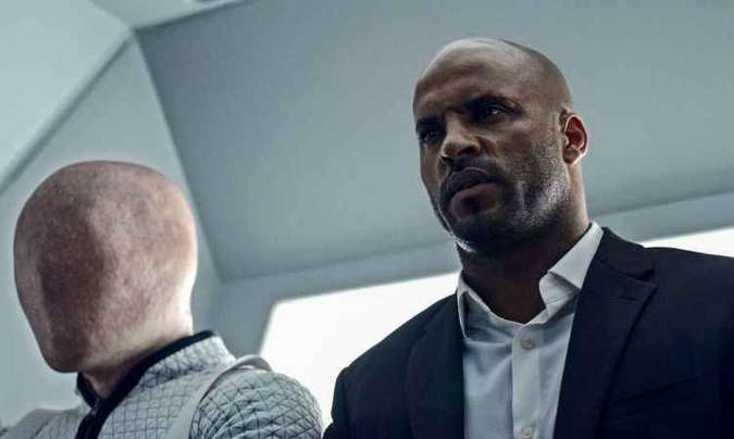 Ricky Whittle, o Shadow Moon da série, conversou com o público na CCXP(foto: Amazon Prime Video/Divulgação)