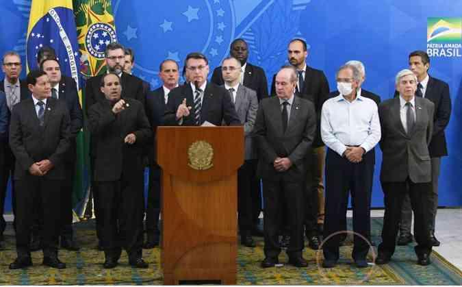 Guedes foi o único integrante do governo a aparecer de máscara e sem paletó(foto: Ed Alves/CB/D.A Press)