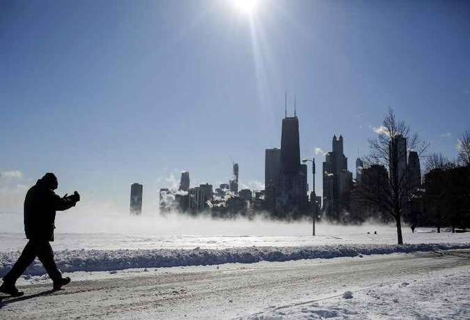As autoridades advertiram que as temperaturas extremas podem ser fatais, e os estados de Illinois, Michigan e Wisconsin implementaram planos de emergência(foto: JOSHUA LOTT / AFP)