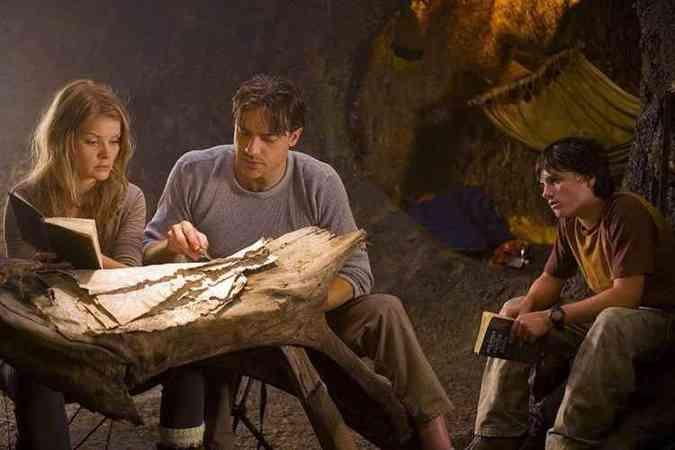 O filme é estrelado por Brendan Fraser e Josh Hutcherson(foto: Playarte/Divulgacao)