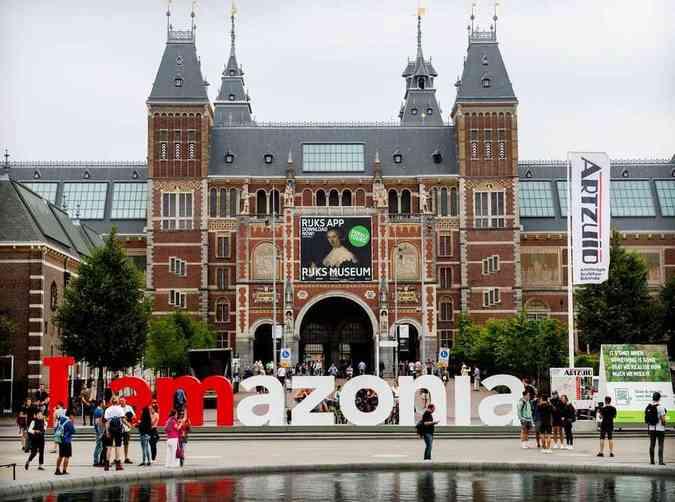 Letreiro é usado em protesto a favor da preservação da floresta amazônica(foto: Marten van Dijl/Greenpeace)