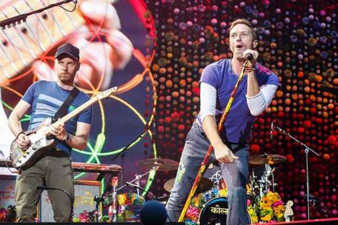 A banda Coldplay faz três shows no Brasil da turnê 'A head full of dreams'(foto: AFP/GEOFFROY VAN DER HASSELT)